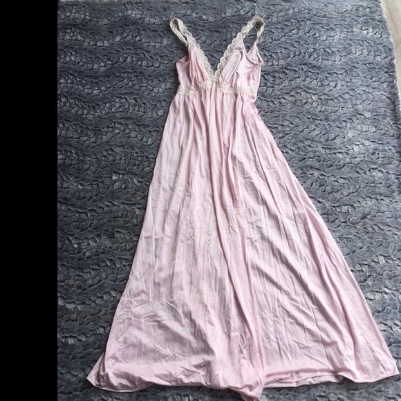ffd7faea8ed Vintage Olga Nightgown Light Pink Medium Lace. M 5b9b2c31de6f620b822c2b50